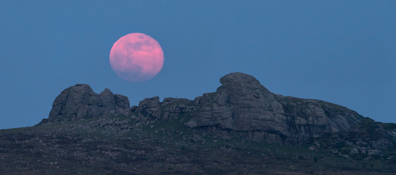 Haytor Blood moonrise panoramic